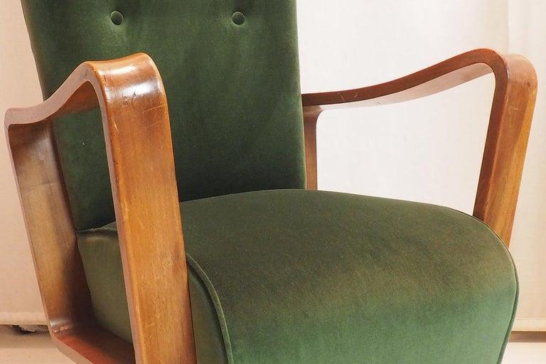 Velvet Midcentury High Back Italian Green Armchairs by Pietro Lingeri, Italy, 1950s For Sale