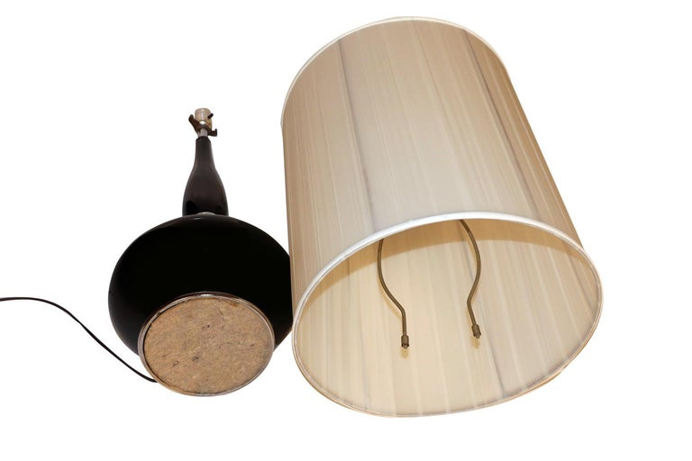 Midcentury Hollywood Regency Black Ceramic Chrome Table Lamp For Sale 4
