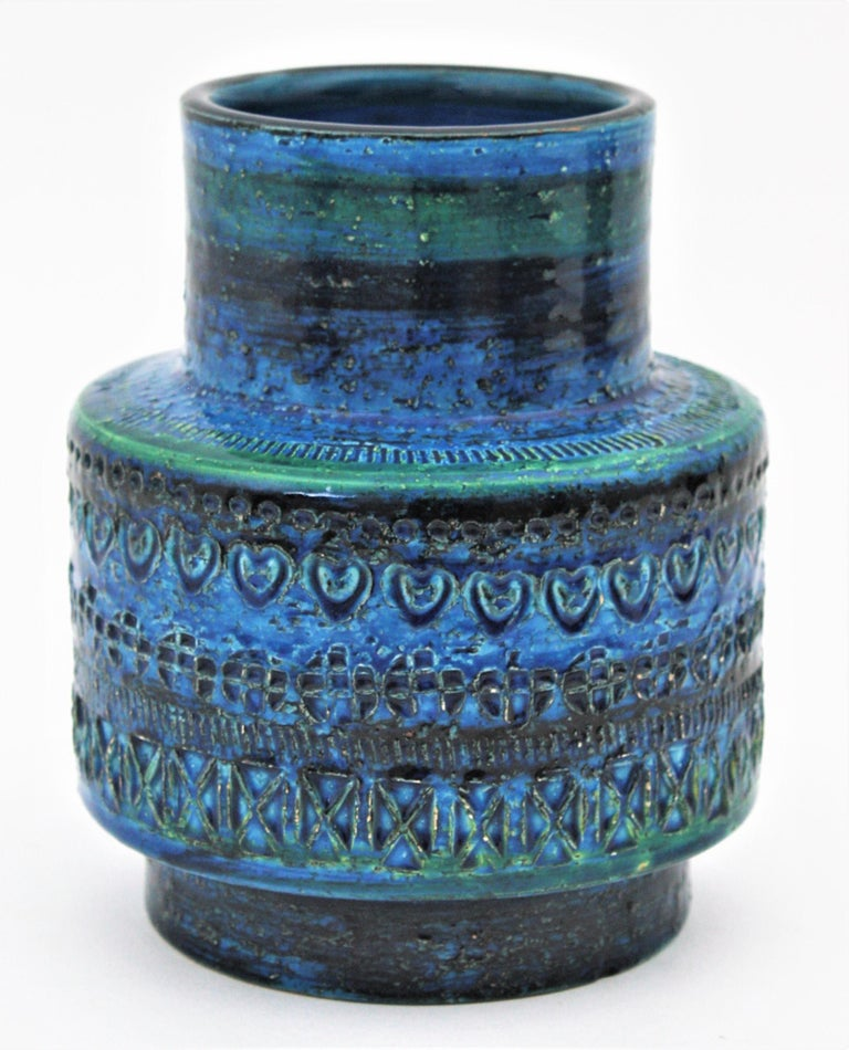 A beautiful handmade Rimini blue ceramic vase designed by Aldo Londi and manufactured by Bitossi. Italy, 1960s. Blue glazed ceramic with engraved patterns surrounding the central part. Its gorgeous shades of blue and the geometric design of the
