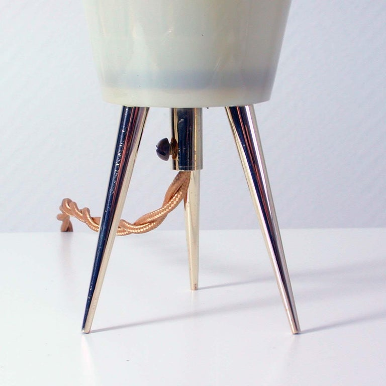 Midcentury Italian Brass and Plastic Sputnik Table Lamp, Stilnovo Style, 1950s In Good Condition For Sale In Nümbrecht, NRW