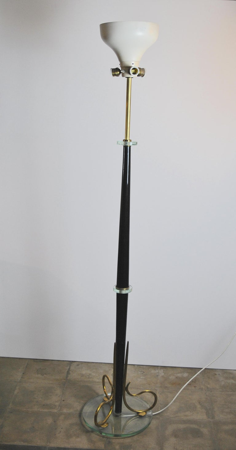 Midcentury Italian Floor Lamp in Fontana Arte Style with Brass Finishes, 1950s For Sale 5