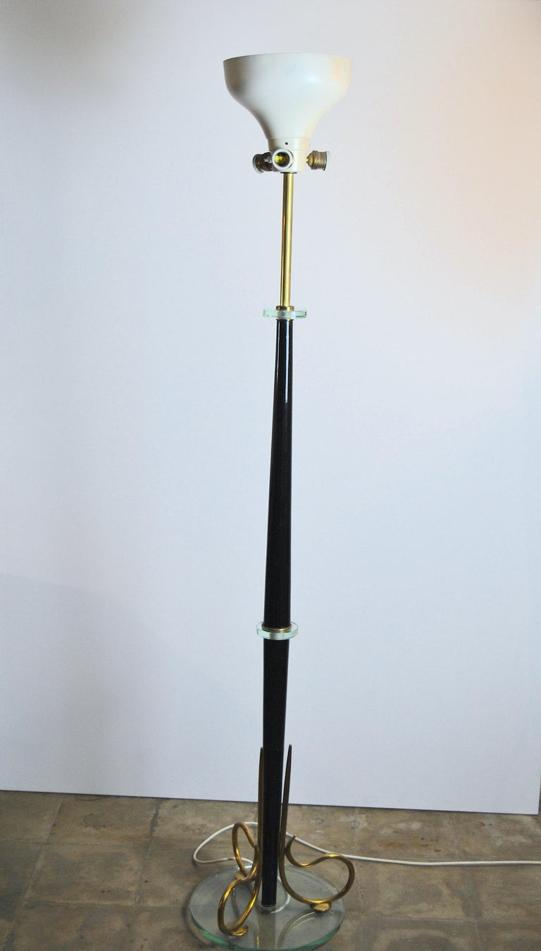 Midcentury Italian floor lamp in the style of Fontana Arte with a glass base and brass finishes, 1950s.
