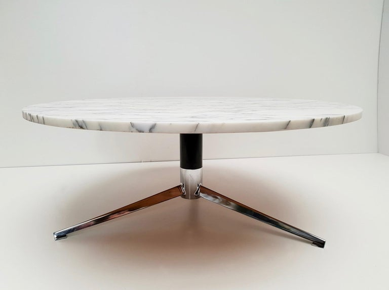 Midcentury Italian Modern Polished Metal and Marble Round Circular Coffee Table For Sale 6