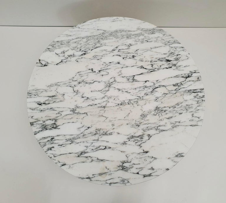 Midcentury Italian Modern Polished Metal and Marble Round Circular Coffee Table In Good Condition For Sale In Antwerp, BE
