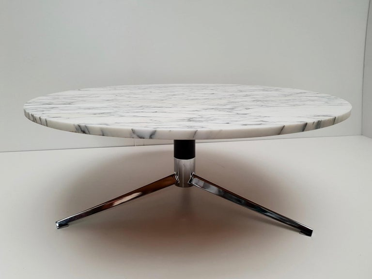 Chrome Midcentury Italian Modern Polished Metal and Marble Round Circular Coffee Table For Sale