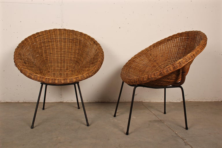 Mid-Century Modern Midcentury Italian Pair of Circle Shaped Woven Wicker Rattan Armchairs For Sale
