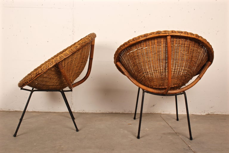 Lacquered Midcentury Italian Pair of Circle Shaped Woven Wicker Rattan Armchairs For Sale
