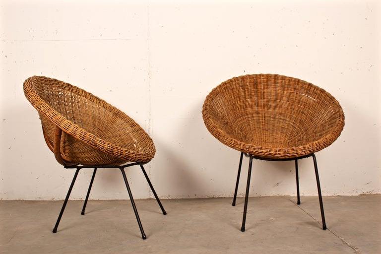 Midcentury Italian Pair of Circle Shaped Woven Wicker Rattan Armchairs In Good Condition For Sale In Santa Gertrudis, Baleares