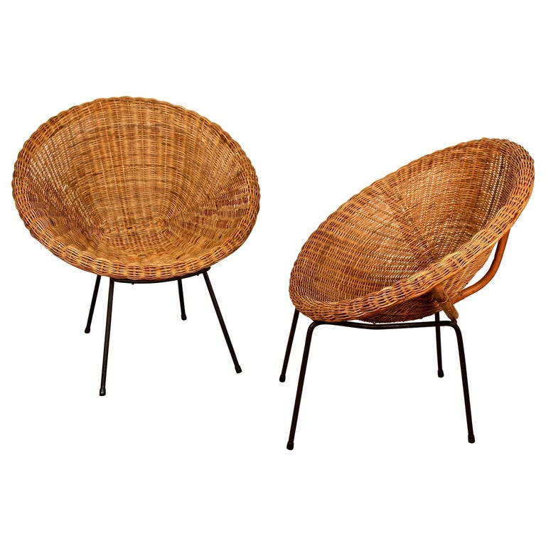 Midcentury Italian Pair of Circle Shaped Woven Wicker Rattan Armchairs For Sale