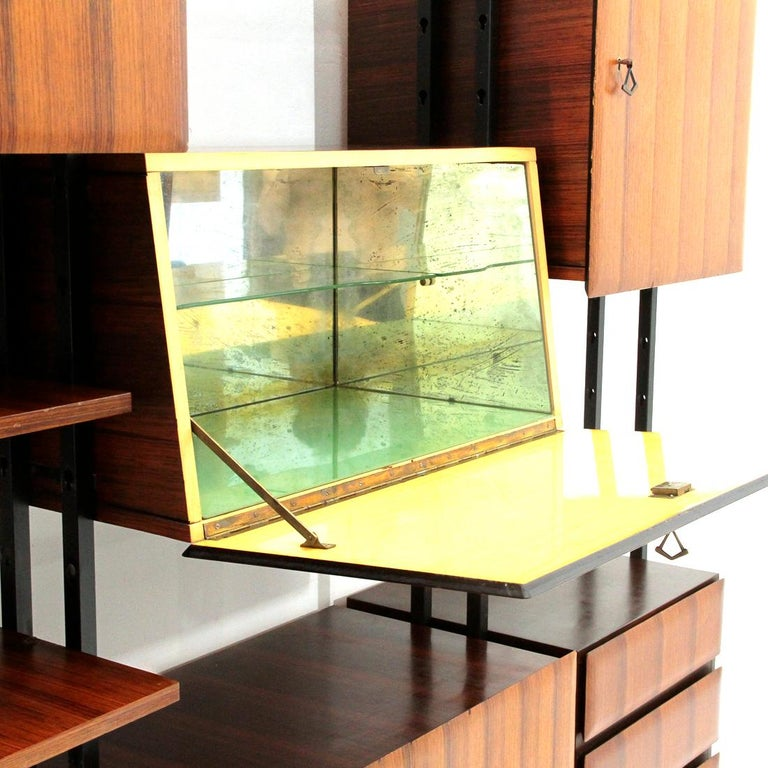 Midcentury Italian Wall Unit Whit Bar Cabinet, 1960s In Good Condition For Sale In Savona, IT