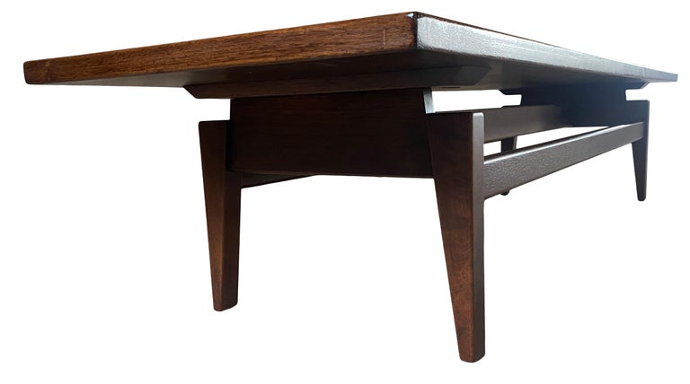 Midcentury Jens Risom Design Walnut Floating Top Coffee Table Bench In Good Condition For Sale In BROOKLYN, NY