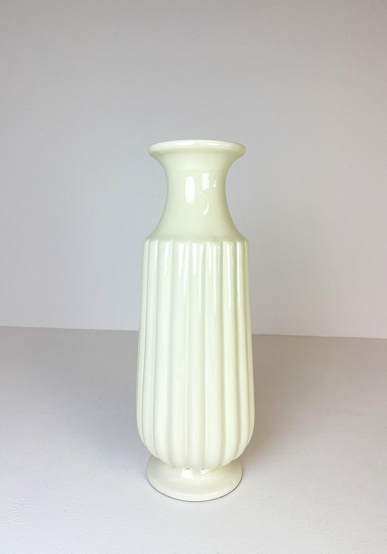Wonderful large off-white ceramic vase manufactured in Sweden at Bo Fajans and designed by Ewald Dahlskog in the 1940s.  The shape and lines of the vase goes perfect with the wonderful glaze. The lines and how its sculptured are perfect for the