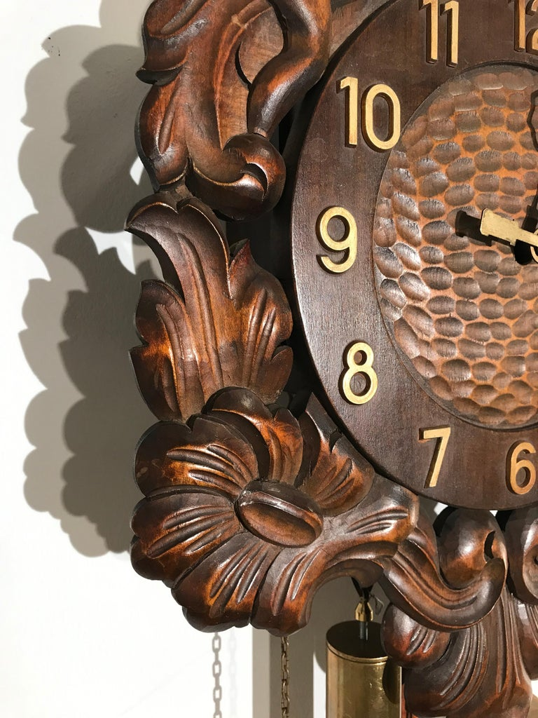 Midcentury Made Classical Roman Wall Clock with Sculptures and Flowers For Sale 8