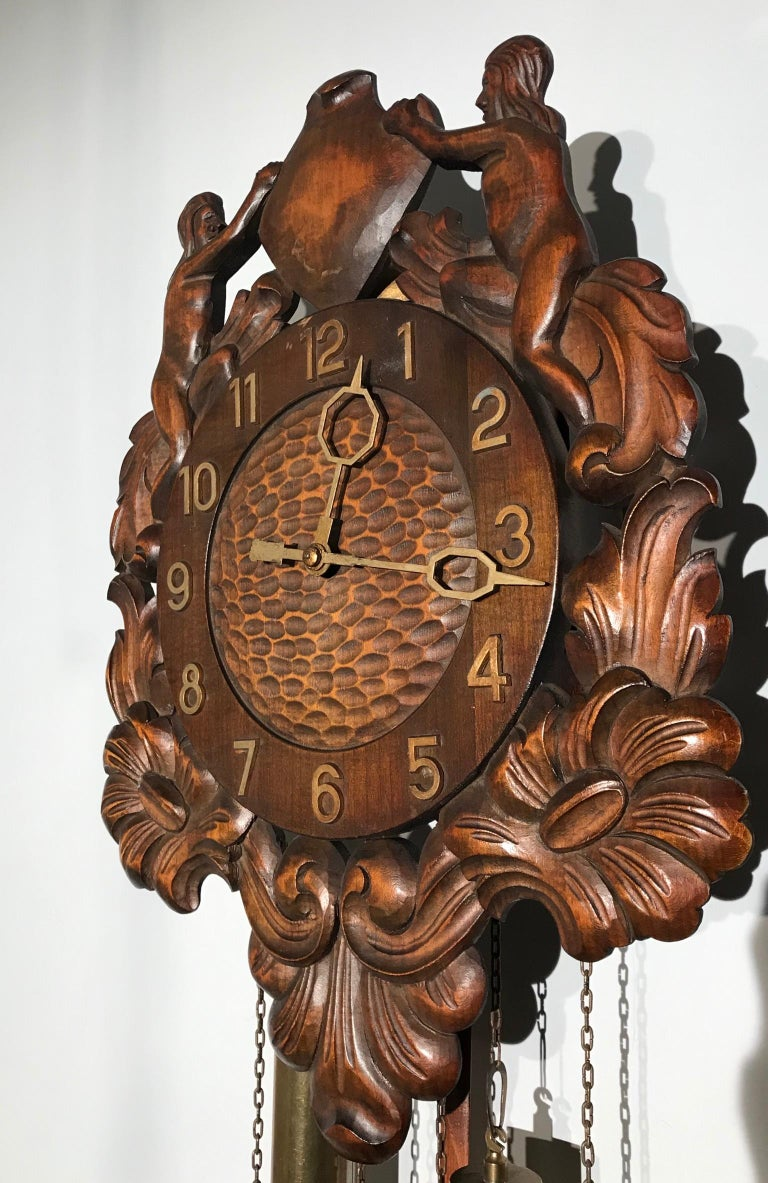Midcentury Made Classical Roman Wall Clock with Sculptures and Flowers For Sale 12
