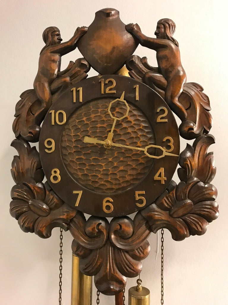 Midcentury Made Classical Roman Wall Clock with Sculptures and Flowers In Good Condition For Sale In Lisse, NL