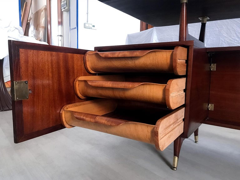 Midcentury Mahogany Desk and Bookcase by La Permanente Mobili Cantù, 1950s In Good Condition For Sale In Traversetolo, IT