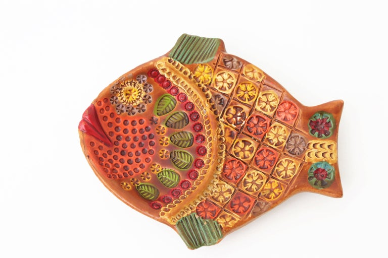 European Midcentury Majolica Glazed Ceramic Set of Fish Sculptures Wall Composition For Sale