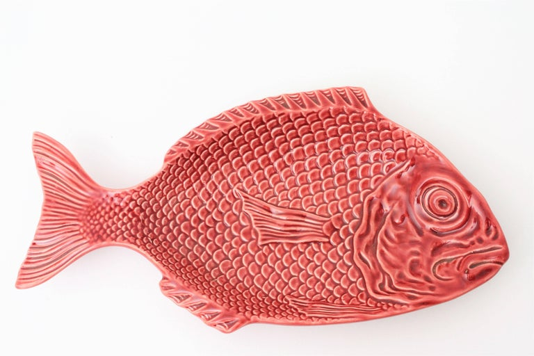Midcentury Majolica Glazed Ceramic Set of Fish Sculptures Wall Composition In Excellent Condition For Sale In Barcelona, ES