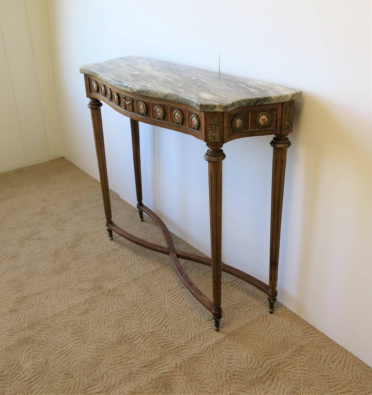 Neoclassical Marble and Brass Console Table For Sale 5