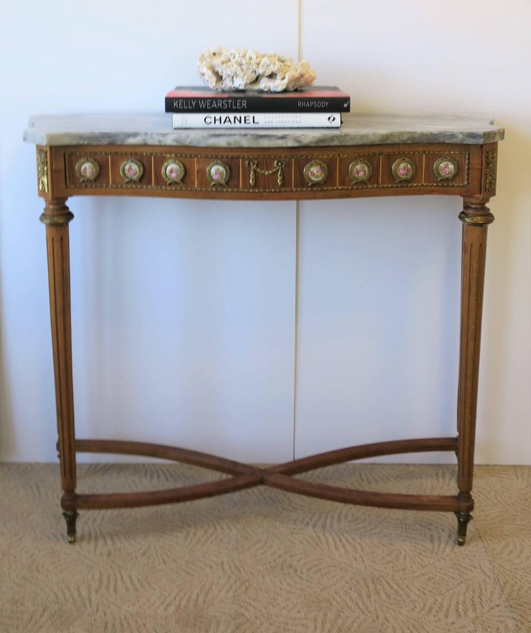 Neoclassical Marble and Brass Console Table In Good Condition For Sale In New York, NY