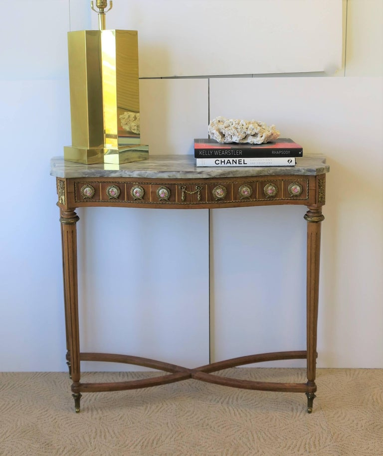 Neoclassical Marble and Brass Console Table For Sale 3