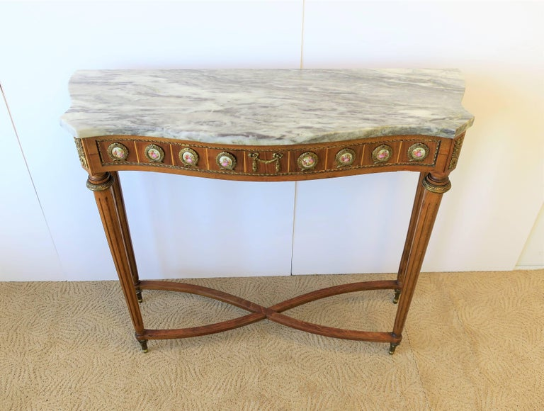 Neoclassical Marble and Brass Console Table For Sale 4