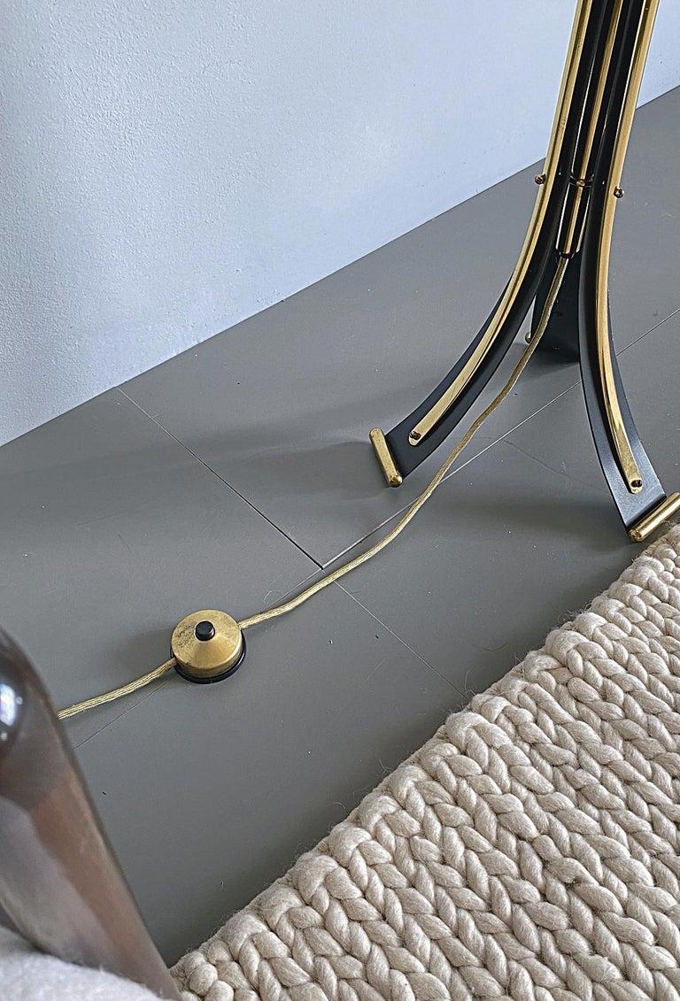 Mid-Century Modern Brass Tripod Floor Lamp, 1950s, Italy For Sale 4