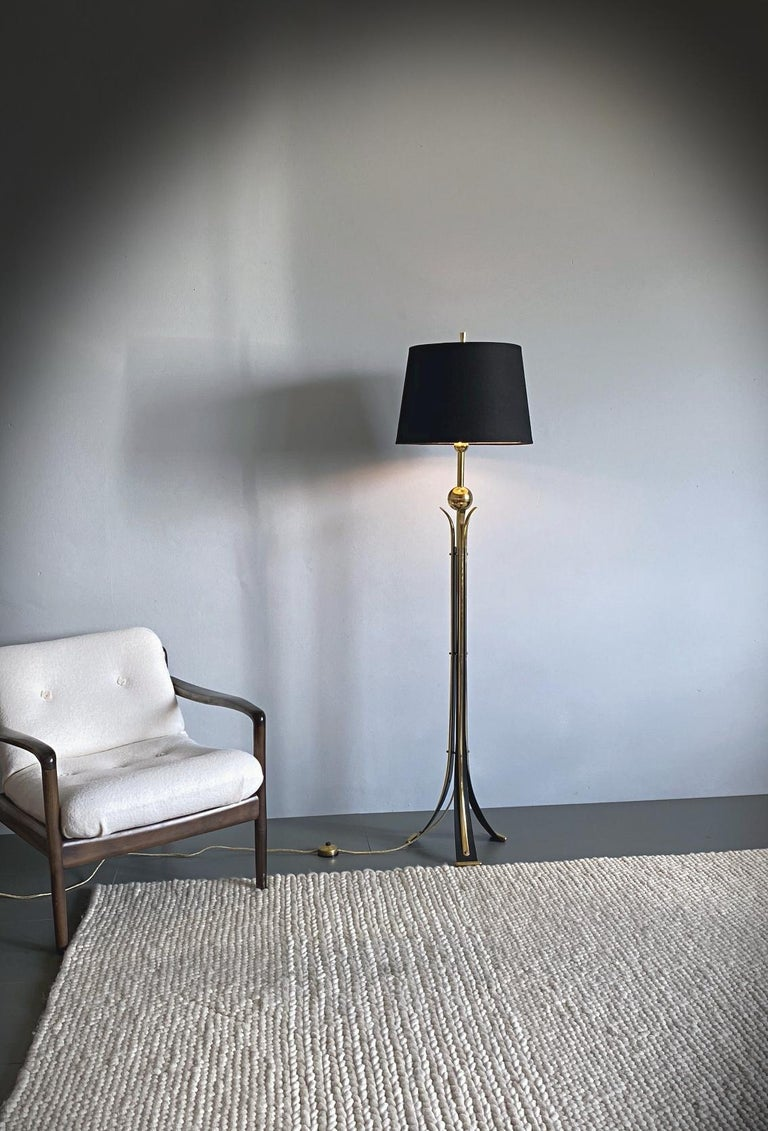 Elegant midcentury floor lamp in style of Pietro Chiesa made in Italy. The lamp is made of polished brass and black lacquered metal with very fine details. The big shade provides a smooth large-area light. High adjustable 140-177cm. The lamp is in