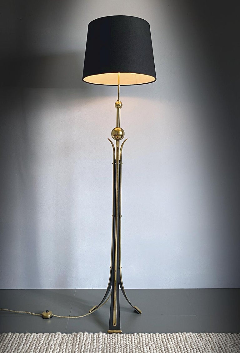 Mid-Century Modern Brass Tripod Floor Lamp, 1950s, Italy In Good Condition For Sale In Vienna, AT