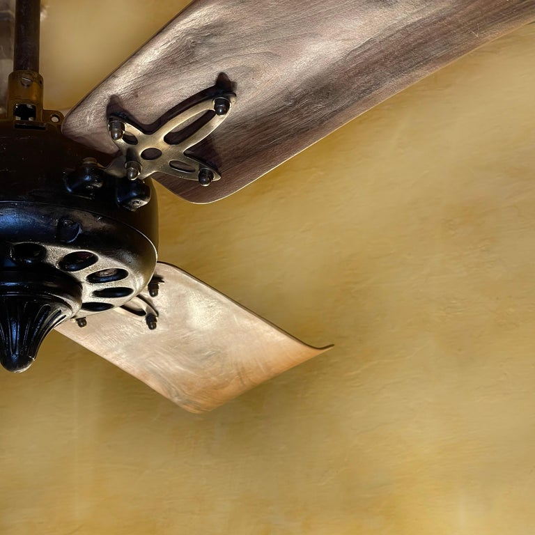 Midcentury Modern CGE 'Compagnia Generale Elettricità' Cast Iron Ceiling Fan In Good Condition For Sale In Firenze, Tuscany