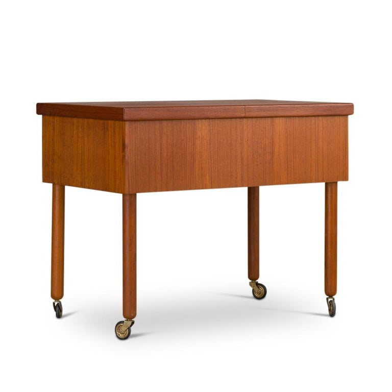 Mid-Century Modern Danish Teak Sewing Table, 1960s In Good Condition For Sale In Teteringen, Noord-Brabant