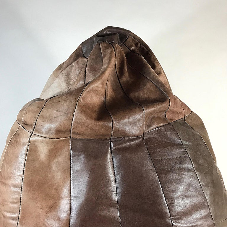 Midcentury Modern De Sede Brown Leather Patchwork Bean Bag, 1970s, Switzerland In Good Condition For Sale In Vienna, AT