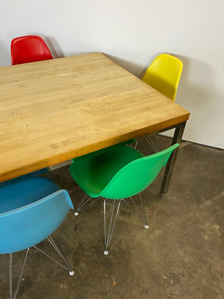 Fiberglass Mid-Century Modern Dining Set with Eames DSR Chairs For Sale