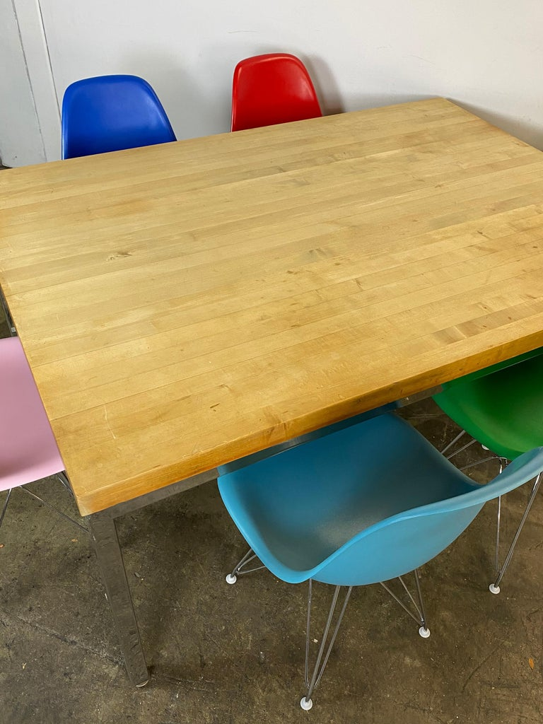 Mid-Century Modern Dining Set with Eames DSR Chairs For Sale 1
