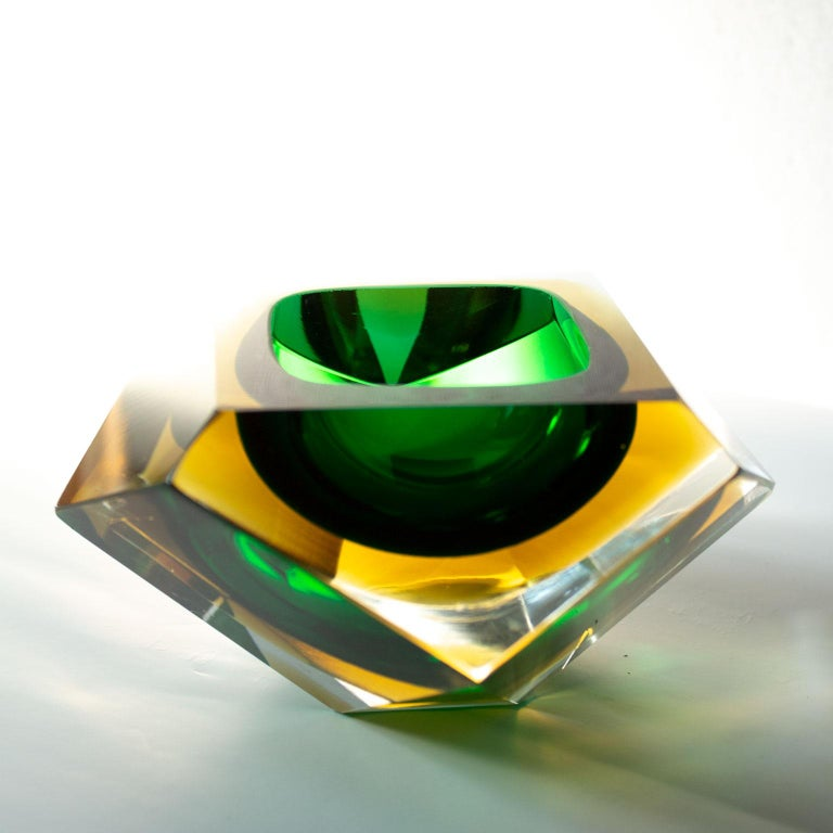 Mid-Century Modern Green Sommerso Murano Glass Bowl Attributed to Flavio Poli For Sale 4