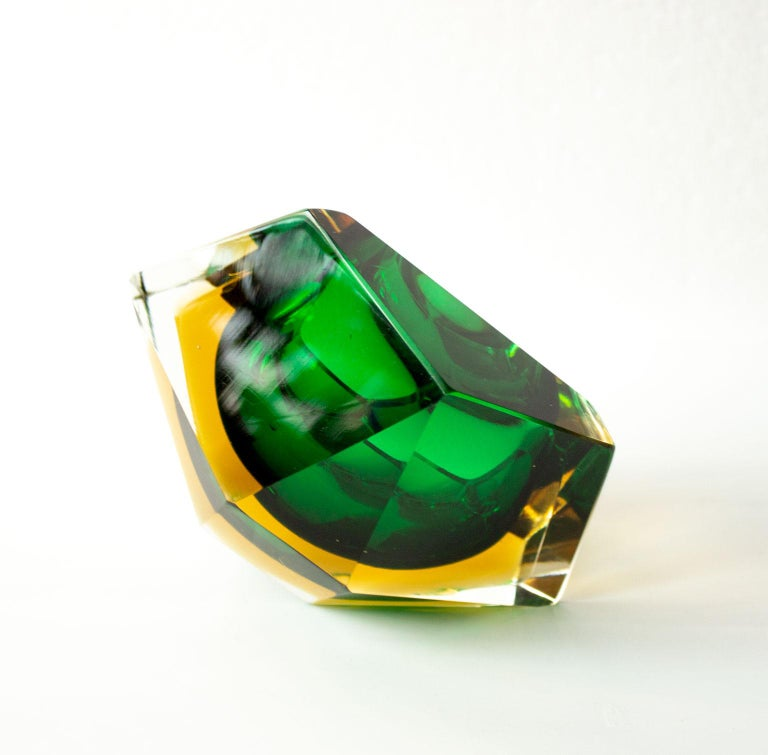 Faceted Mid-Century Modern Green Sommerso Murano Glass Bowl Attributed to Flavio Poli For Sale