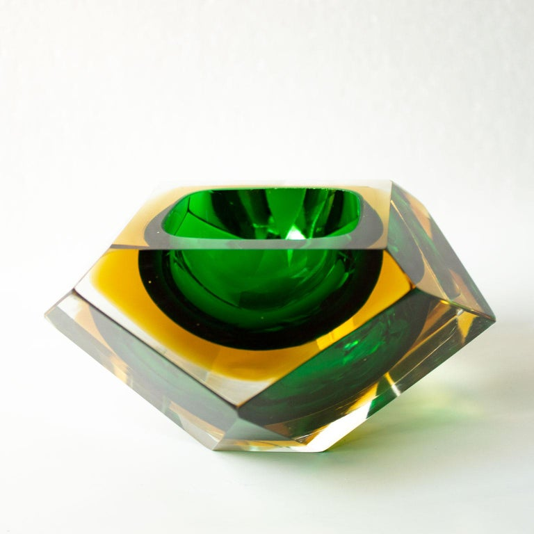 Mid-Century Modern Green Sommerso Murano Glass Bowl Attributed to Flavio Poli For Sale 2