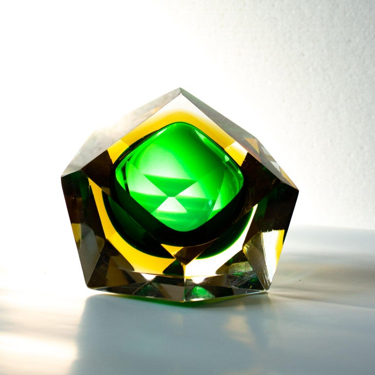 Mid-Century Modern Green Sommerso Murano Glass Bowl Attributed to Flavio Poli For Sale 3