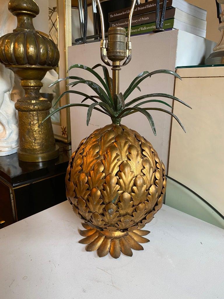 20th Century Mid-Century Modern Italian Tole Gilt Metal Pineapple Lamp, Hollywood Regency For Sale