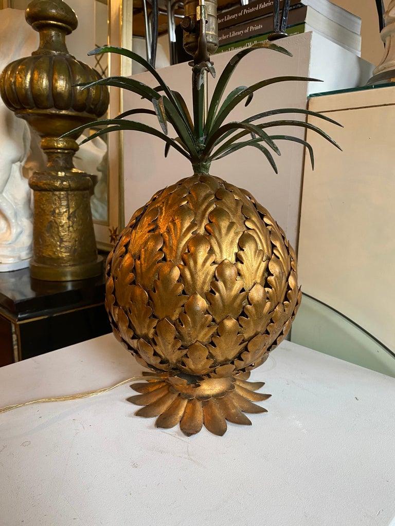 Mid-Century Modern Italian Tole Gilt Metal Pineapple Lamp, Hollywood Regency For Sale 3