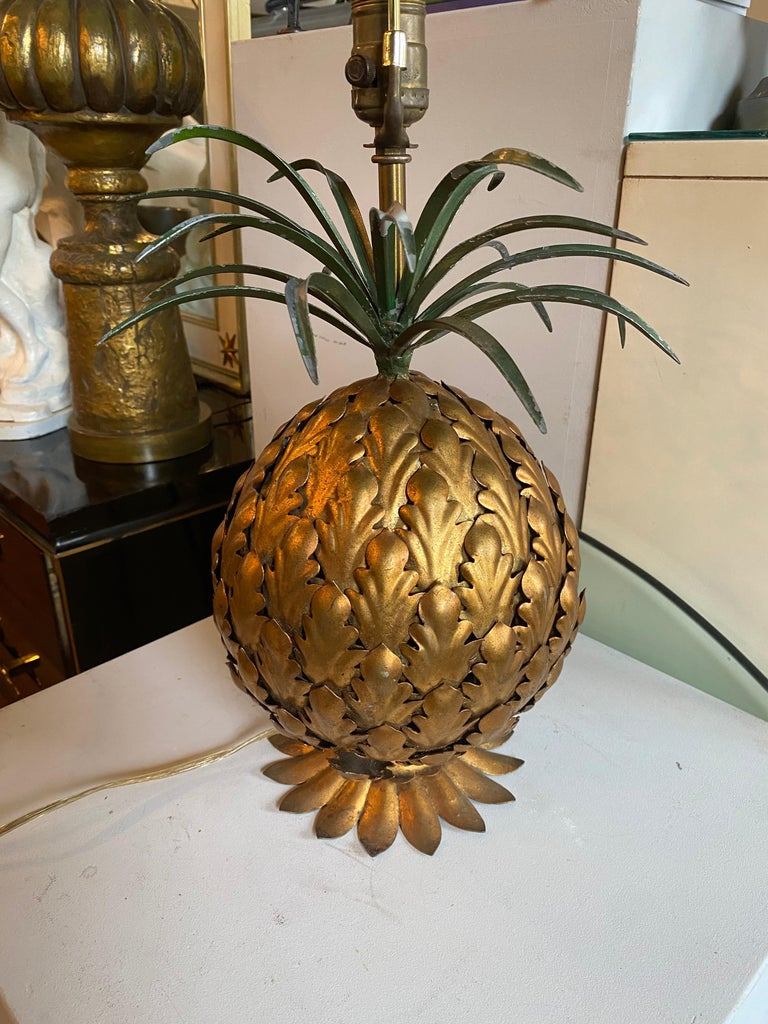 Mid-Century Modern Italian Tole Gilt Metal Pineapple Lamp, Hollywood Regency For Sale 4