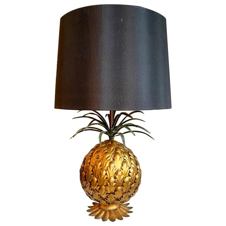 Mid-Century Modern Italian Tole Gilt Metal Pineapple Lamp, Hollywood Regency For Sale