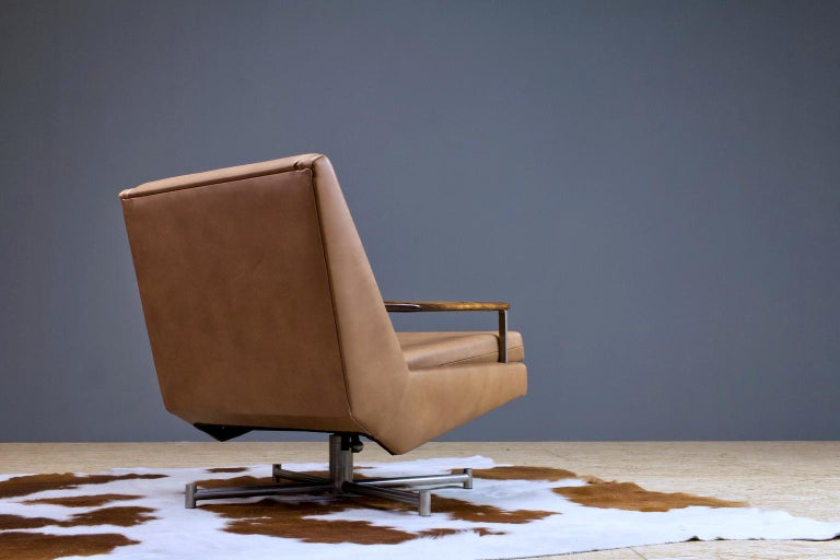 Dutch Mid-Century Modern Lounge Chair by Louis Van Teeffelen in Brown Leather, 1960s For Sale