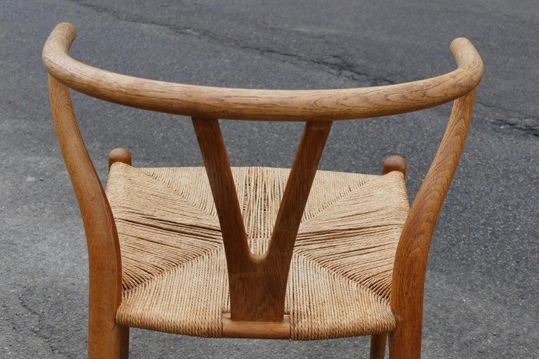 Mid-Century Modern Oak Wishbone Chairs by Hans Wegner For Sale 1
