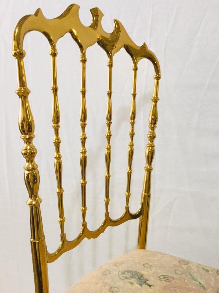 Cast Mid-Century Modern Pair of Italian Chiavari Opéra Chairs in Solid Polished Brass For Sale