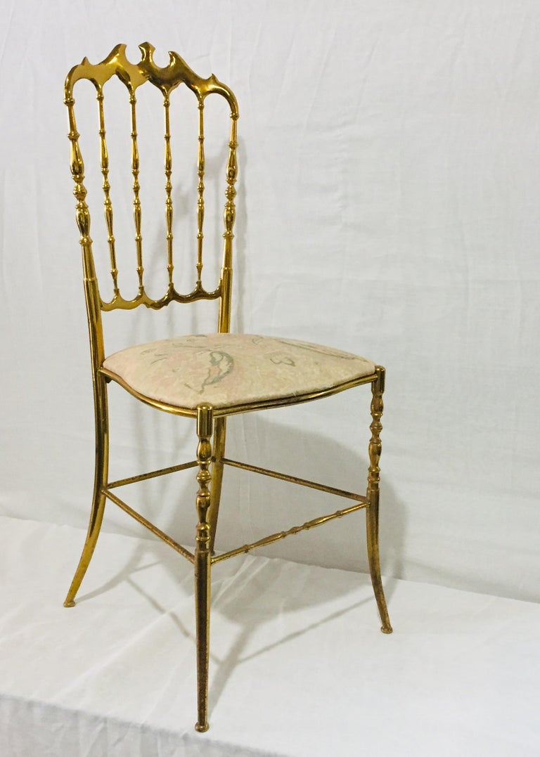Mid-20th Century Mid-Century Modern Pair of Italian Chiavari Opéra Chairs in Solid Polished Brass For Sale