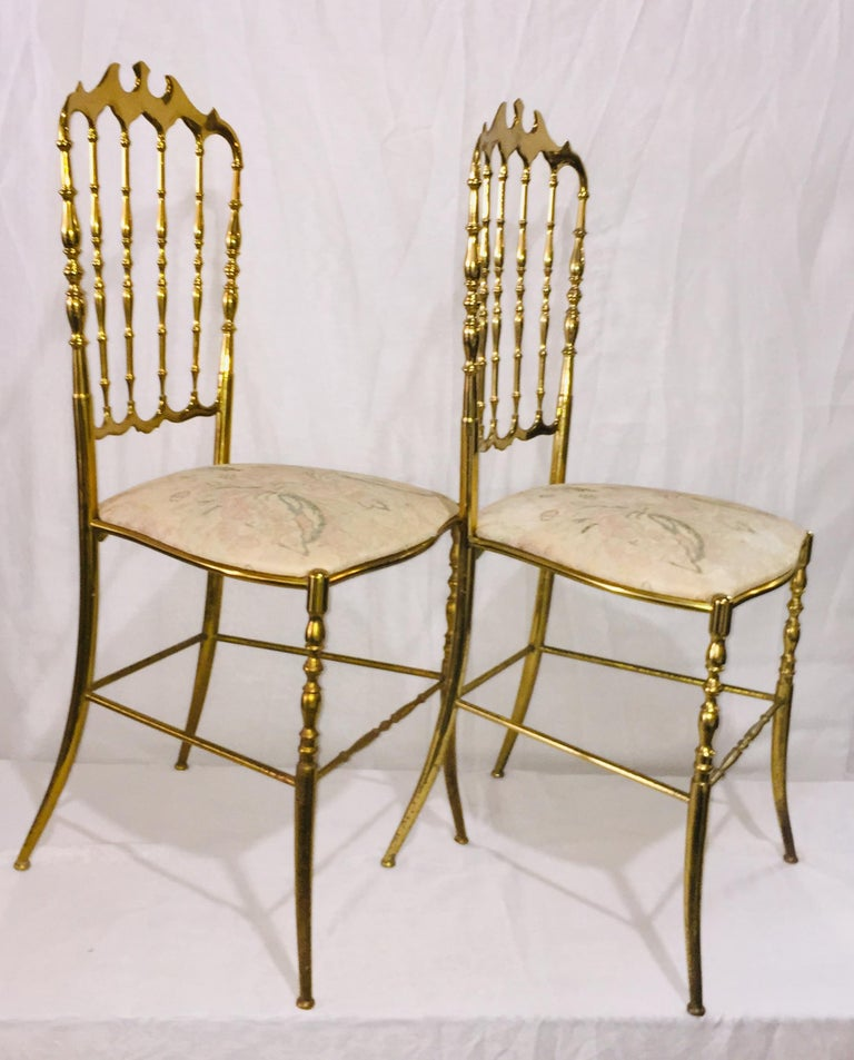 Mid-Century Modern Pair of Italian Chiavari Opéra Chairs in Solid Polished Brass For Sale 1