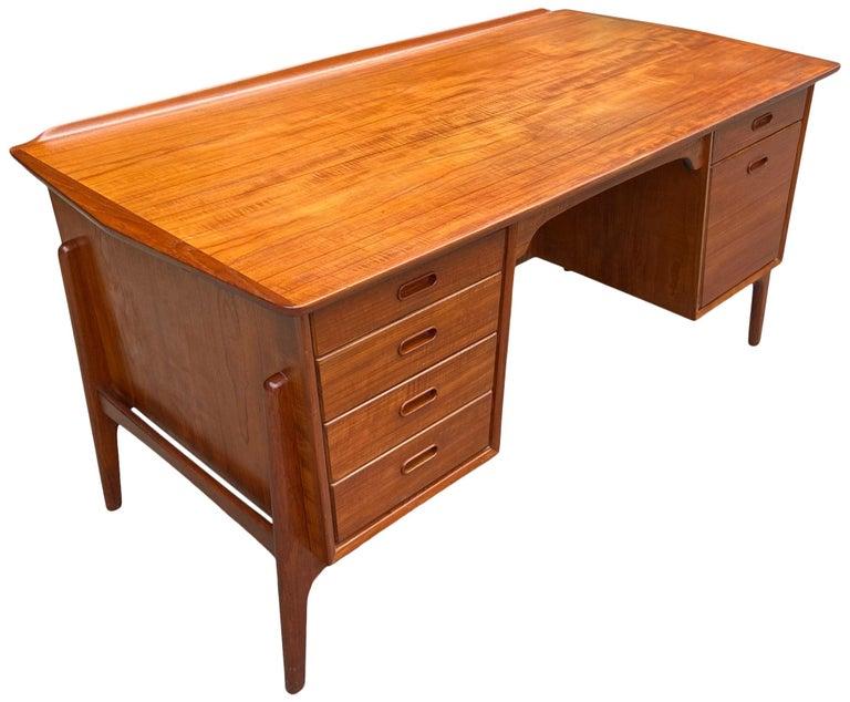 Mid-Century Modern Teak Desk Designed by Svend Aage Madsen For Sale 1