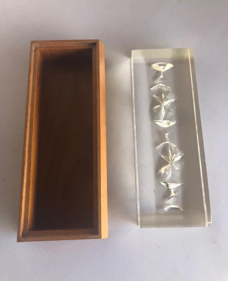 20th Century Mid-Century Modern Walnut and Lucite Trinket Box For Sale