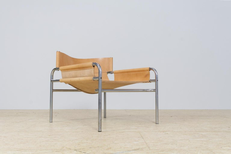 Mid-Century Modernist lounge chair designed by Dutch designer Walter Antonis for ''t Spectrum', collection 1971-1974. These Minimalist yet eye catching chair has a modern and luxurious look and feel to it. The combination of the modest, yet